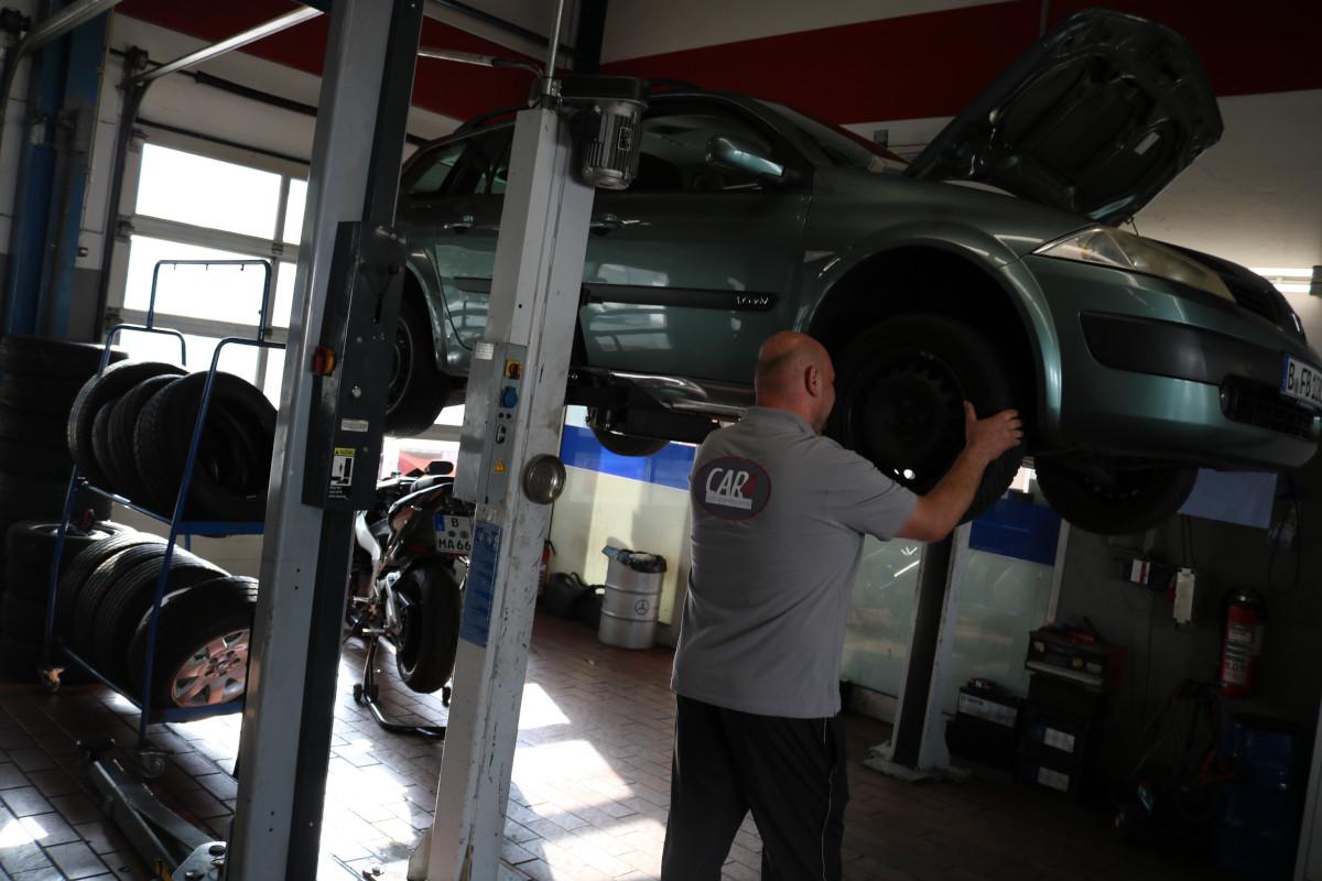 Auto reparieren lassen günstig in Neukölln