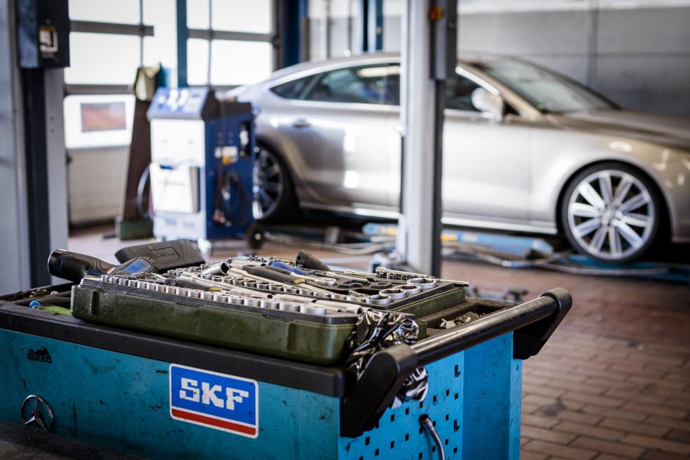 PKW-Werkstatt Reparatur Achse